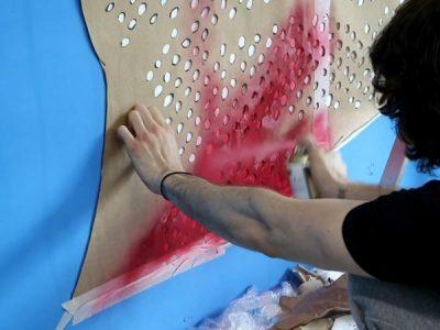 Juan Moreno Bianchi em intervenção artística na parede